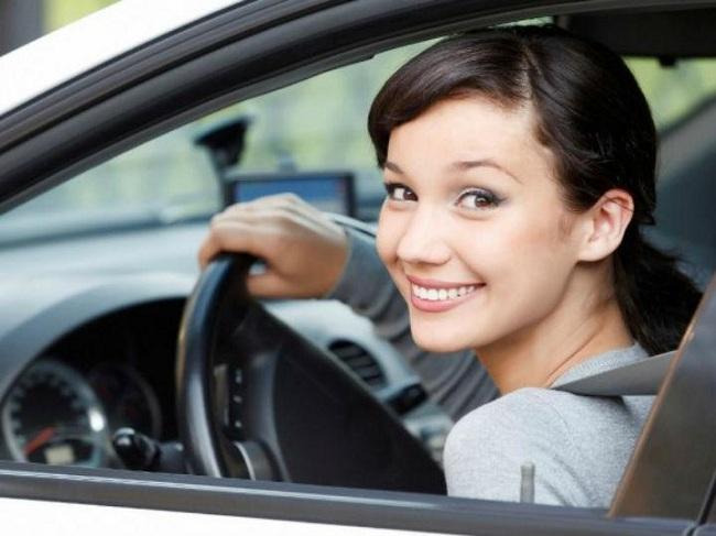 ¿A nivel mundial quiénes compran más autos hombres o mujeres?